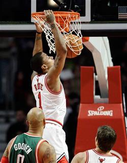 100 – 107 試合スタッツ(ESPN) Associated Pressを翻訳 ローズの34得点でバックスを一蹴 シカゴ-(現地:2012年1月27日) デリック・ローズに火が付き、積極的になり、こ […]