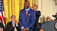 6個の優勝リング、2個の五輪金メダル、数々のトロフィーを持つマイケル・ジョーダンですが、この日1つの勲章が追加されました。大統領自由勲章という米国における文民に贈られる最高位の勲章をバラック・オバマ大統領から授与されまし […]